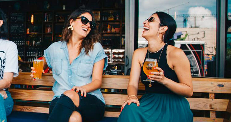 Las-relaciones-sociales-aumentan-la-oxitocina